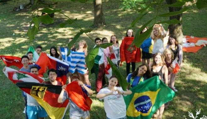 De ce vin 60 de studenți străini la Colegiul