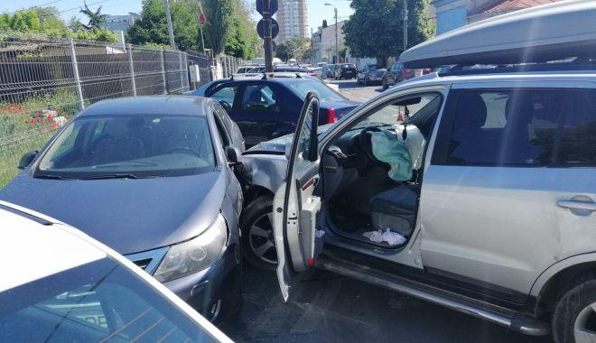 Foto: Galerie foto / Accident rutier la Constanţa! Sunt două victime