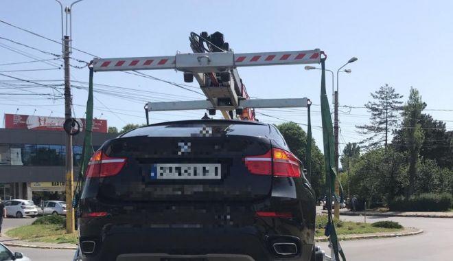 Foto: Constănţeni, atenţie! Maşinile parcate neregulamentar, ridicate de poliţiştii locali