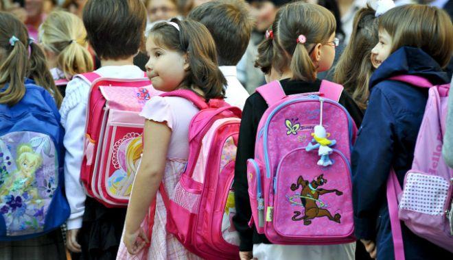 Foto: Ghiozdanul de 100 de euro pentru fiecare elev din România, noul proiect al ministrului Educaţiei