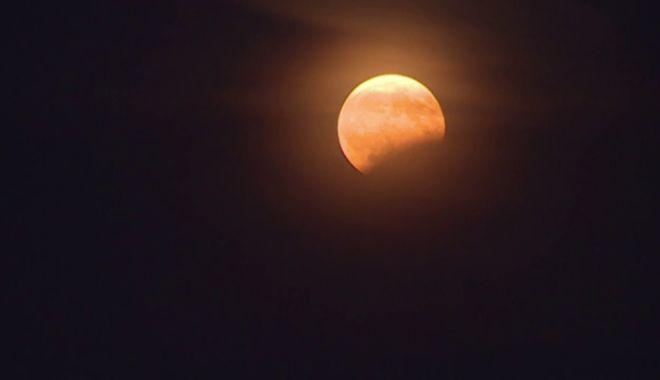 Foto: 27 iulie. Cea mai mare eclipsă totală de lună din acest secol, pe înțelesul tuturor