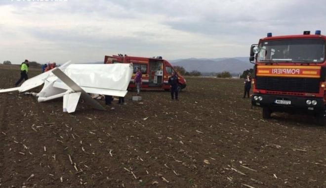 Foto: Avionul de agrement, care a aterizat forțat, nu era înmatriculat sau înregistrat. Pilotul a murit