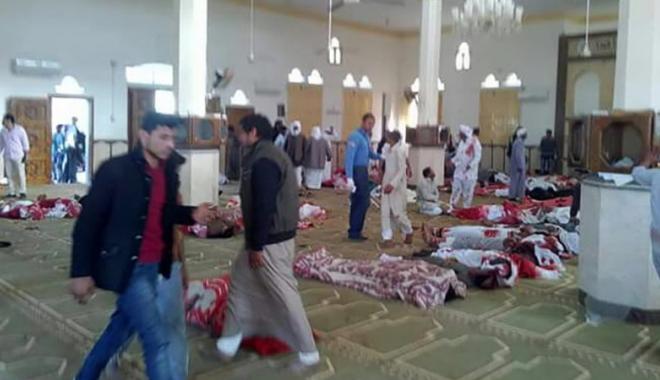 Foto: Bilanţul atentatului din Moschee a ajuns la 305 morţi