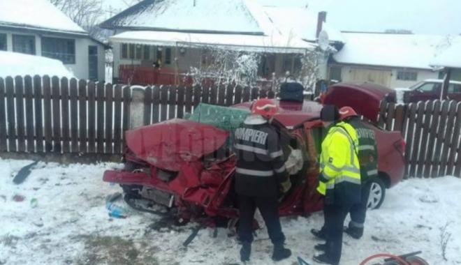 Foto: Tată şi fiu, morţi într-un accident rutier