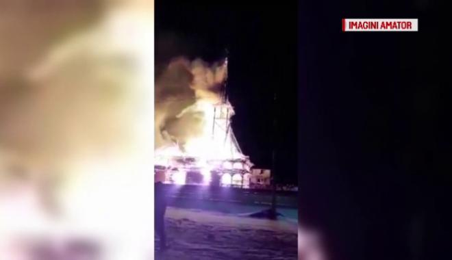 Foto: Biserică mistuită de flăcări. În 15 minute a ars în totalitate!