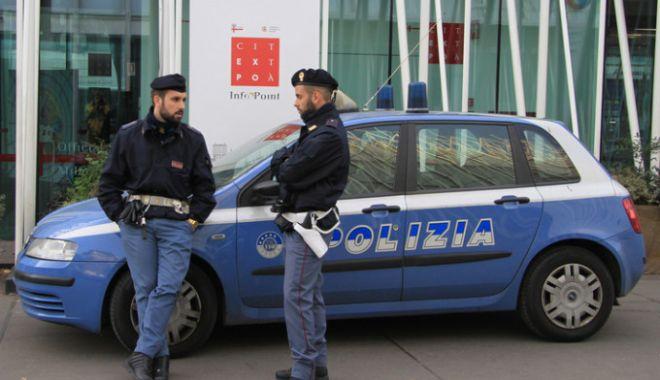 Foto: Un român, fiul său şi iubita acestuia, încătuşaţi în Italia! Ce acuzaţii li se aduc