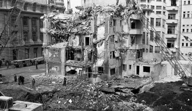 """Foto: """"Remember 4 martie 1977. Ce să (NU) faci în caz de cutremur"""""""