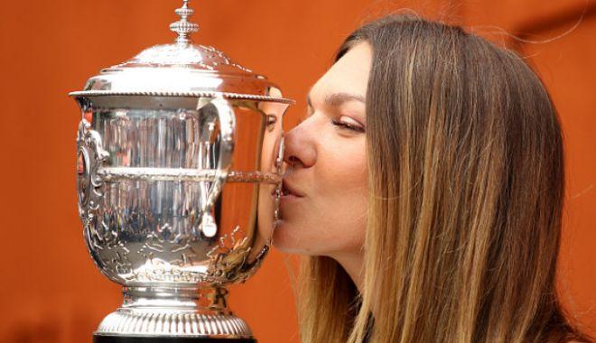 Foto: GALERIE FOTO / Simona Halep se întoarce astăzi în ţară și își prezintă trofeul pe Arena Națională