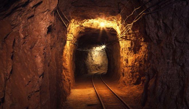 Foto: Cel puţin 30 de persoane au murit după surparea unei mine de aur
