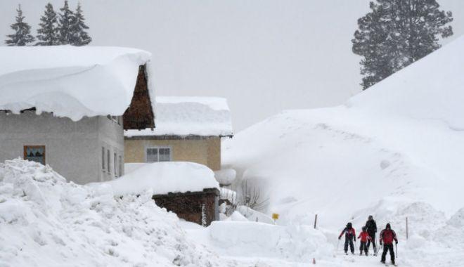 Foto: Stare de urgență în mai multe regiuni din Europa din cauza zăpezii. 24 de oameni au murit