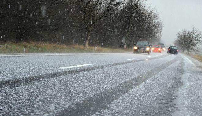 Foto: Viscol şi ninsori, după amiază şi la noapte, la Constanţa