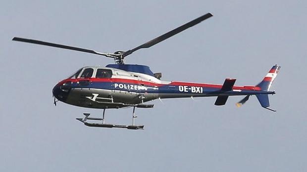 Foto: NU LE-A MERS! Românii care au jefuit un magazin din Austria, PRINŞI după ce au fost urmăriţi cu elicopterul