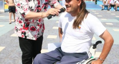 """Foto: Un fost atlet, ajuns în scaunul cu rotile, a participat la Crosul Naţional """"Ziua Olimpică"""" (galerie foto)"""