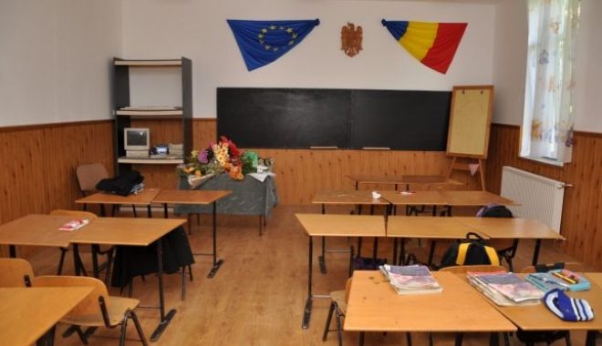 Foto: Cursuri suspendate în două şcoli constănţene