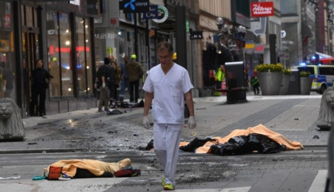 Foto: ATAC LA STOCKHOLM. Moment de reculegere, luni la prânz, în memoria victimelor