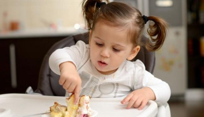 """Foto: PĂRINŢI, LUAŢI MĂSURI! """"Copiii ar trebui să consume 3 linguriţe de zahăr pe zi, însă ei consumă 37"""""""