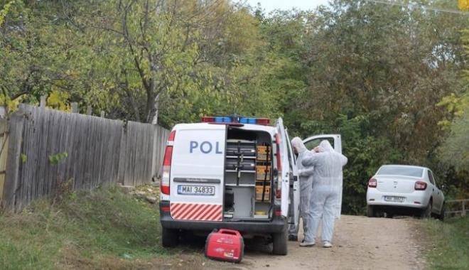 Foto: CRIMĂ SUSPECTĂ SAU SINUCIDERE? Poliţist găsit împuşcat în cap, în toaletă