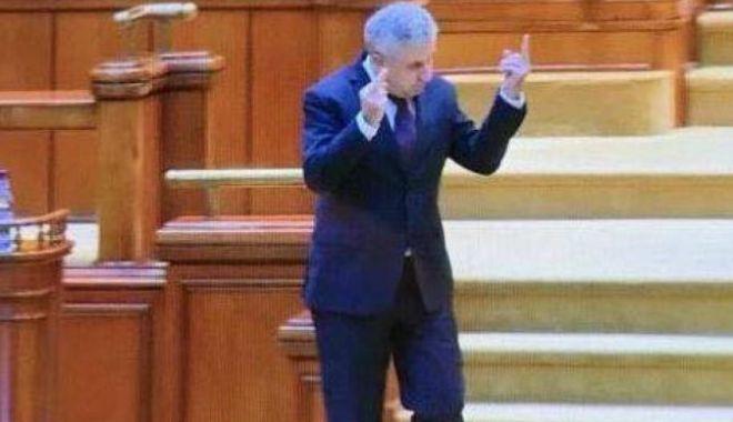 Foto: Ce sancțiuni riscă Florin Iordache după semnul obscen din Parlament