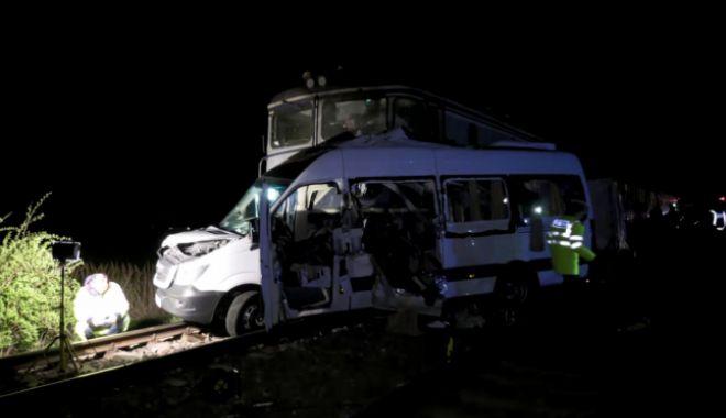 TRAGEDIE CU 4 MORŢI! Şoferul microbuzului lovit de tren, băut în momentul accidentului - 646x404-1555592435.jpg