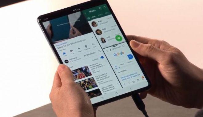 Foto: Samsung a amânat lansarea primului său smartphone pliabil. Testele au dezvăluit probleme mari