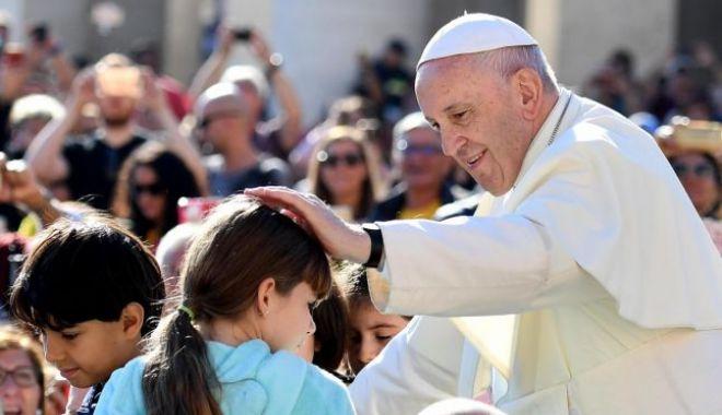 Foto: UPDATE. Papa Francisc, vizită istorică în România. Suveranul s-a îmbarcat în avionul care îl va aduce în ţara noastră