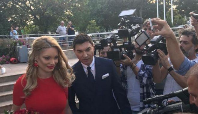 Foto: Valentina Pelinel şi Cristi Borcea s-au căsătorit şi vor deveni din nou părinţi, de gemeni