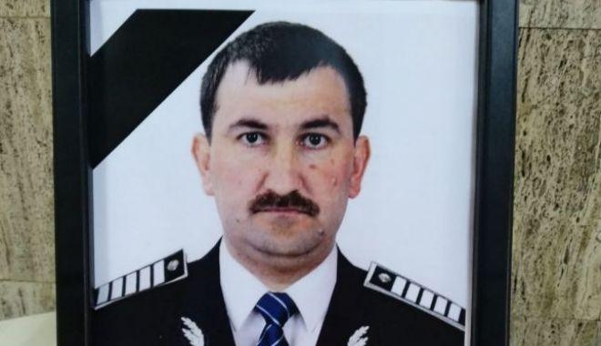 Foto: Poliţistul ucis de recidivistul dat în urmărire, înmormântat cu onoruri militare