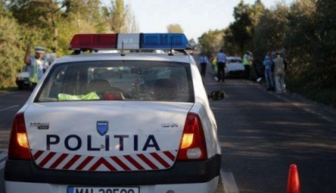 Foto: Poliţist rupt de beat, la volan, a făcut praf trei maşini parcate înainte de a fi prins de colegi