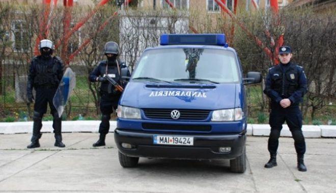 Foto: Conflict aplanat de către jandarmii constănţeni, în zona instanţelor judecătoreşti