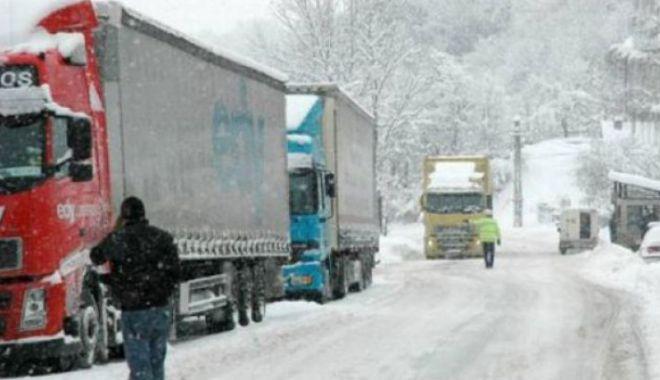 Foto: Circulația rutieră restricționată la 12 tone, la punctul de trecere a frontierei Giurgiu – Ruse