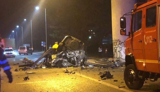 Foto: Un tânăr s-ar fi sinucis în ziua sentinței de divorț. Mașina, distrusă 100%