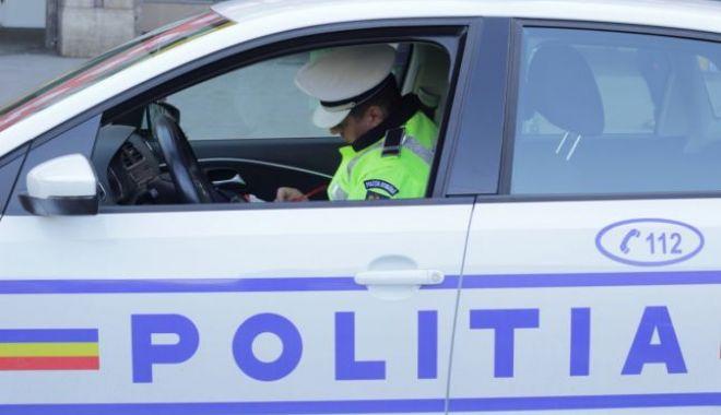 Foto: Focuri de armă trase de poliţişti pentru a prinde un şofer care nu a oprit la semnal. Conducătorul auto nu a fost prins