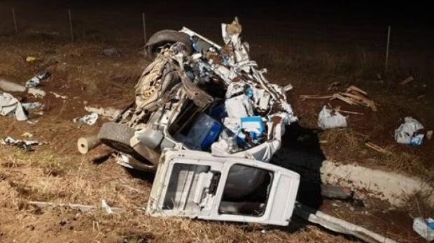 Foto: Un TIR şi un microbuz s-au ciocnit pe autostradă: un bărbat a murit
