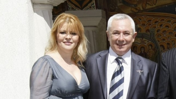 Foto: Sanda Ladoşi şi soţul ei, săltaţi de procurori DIICOT într-un dosar privind o fraudă de aproape un milion de euro