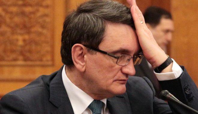 Foto: Liberalii cer revocarea lui Victor Ciorbea din funcţia de Avocat al Poporului