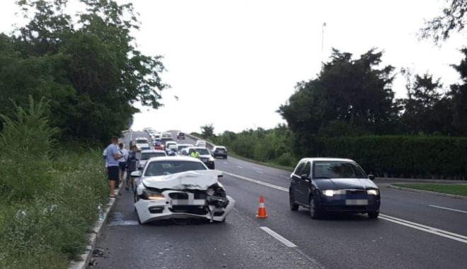 Foto: Accident rutier pe DN39, după ce un șofer a tăiat linia dublă