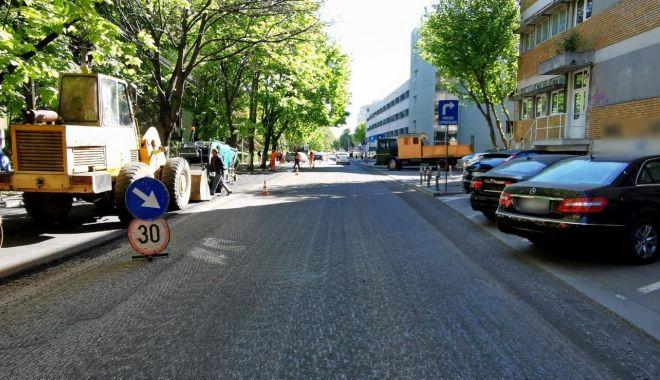 Trafic restricţionat pe strada Nicolae Iorga. Se lucrează la refacerea carosabilului - 6745ed77d96c4fefaf1e7a0b985f754b-1620719490.jpg