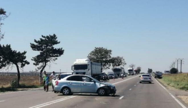 Accident rutier la Valu lui Traian, după ce un șofer a întors neregulamentar - 67791866371407937102269240992285-1565607095.jpg