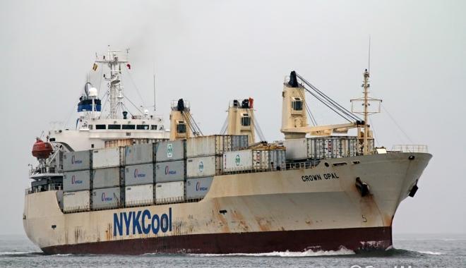 Foto: 67 kilograme de cocaină, descoperite pe corpul unei nave, sub apă