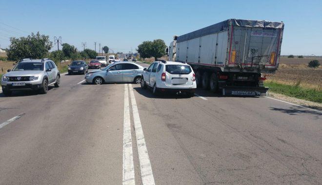Accident rutier la Valu lui Traian, după ce un șofer a întors neregulamentar - 68542910456191918268089202330478-1565607427.jpg