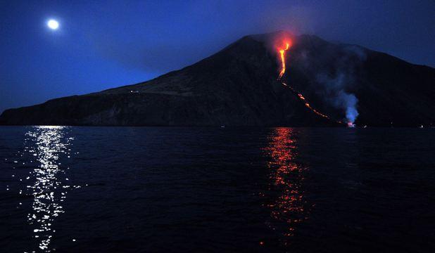 Foto: ALERTĂ! După Etna, Stromboli, al doilea vulcan italian, este gata să erupă