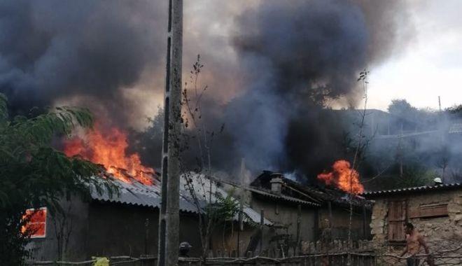 Foto: Galerie foto. Incendiu la Constanța! Intervin pompierii de urgență