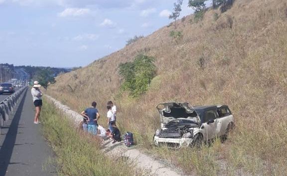 Foto: FOTO. Accident rutier pe Autostrada Soarelui. Trei victime, după ce o mașină s-a răsturnat