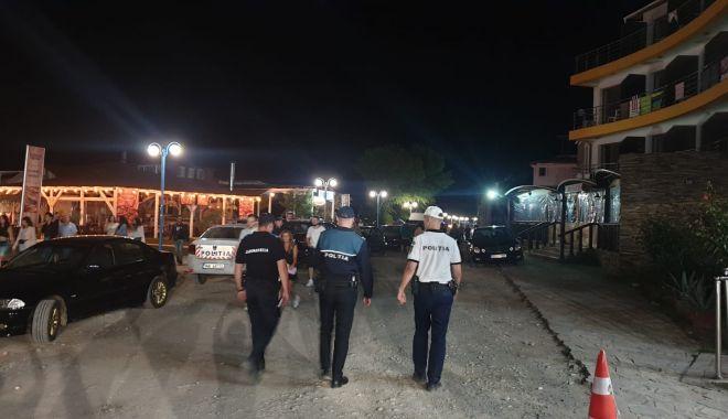 Foto: Razie în stațiuni, în miezul nopții. Ce au găsit forțele de ordine