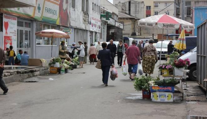 Foto: Pieţele din Constanţa, luate la bani mărunţi de poliţişti