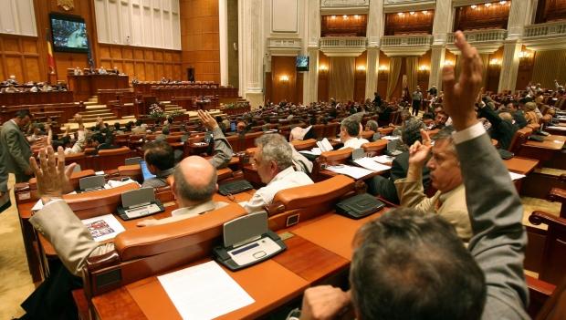 Foto: Este oficial. Parlamentarii pot fi numiţi în Consiliile de Administraţie din subordinea Parlamentului