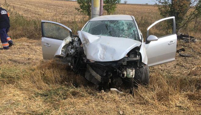 Foto: TRAGEDIE LA CONSTANȚA! Un șofer a murit, după ce a intrat cu mașina în stâlp - GALERIE FOTO