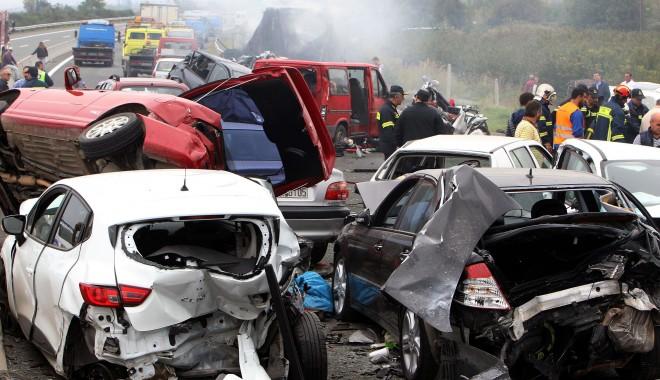 Foto: Carnagiu în Grecia, soldat cu cinci morţi. Şoferul român, acuzat de UCIDERE ÎN CULPĂ