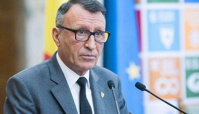 Foto: Vicepremierul Paul Stănescu: Fotbalul ar trebui să fie un serviciu public, ca apa şi canalul