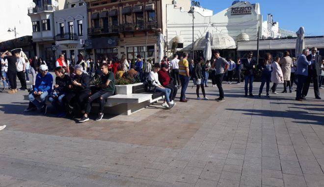FOTOREPORTAJ / Noul an univesitar, la start! Studenții s-au strâns în Piața Ovidiu - 71137666247223359291623941644971-1569912763.jpg